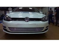 Решетка на радиатор на автомобиль Фольксваген Гольф VII chrome. ZR.VW.GVII.c